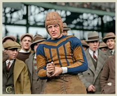 Red Grange making his pro debut for the Bears at Wrigley Field - Thanksgiving 1925 (x-post /r/NFL) Football Usa, Bears Football, Nfl Football Players, Football Photos, Football Uniforms, Sport Football, Sports Photos, American Football, College Football