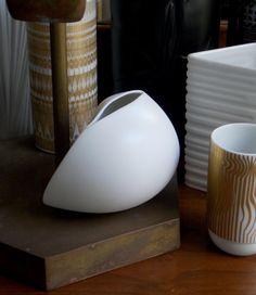 Rosenthal Vase White Matte Vase Studio Line Uta Feyl Modern Vase West German Abstract Sculptural Modernist White And Gold Decor, White Vases, Head Planters, Vintage Vases, Diy Clay, Clay Art, Ceramic Pottery, Stoneware, Porcelain