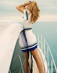 If you're wondering what to wear to a yacht party, be advised that the desire to look chic will be easier said than done if you don't. Nautical Dress, Nautical Fashion, Nautical Style, Nautical Outfits, Moda Retro, Bcbg, Summer Outfits, Summer Dresses, Summer Styles