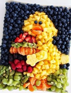 Worth Pinning: Chick Fresh Fruit Platter how to Easter Dinner, Easter Brunch, Easter Table, Holiday Treats, Holiday Recipes, Party Platters, Fruit Platters, Fruit Dips, Healthy Snacks