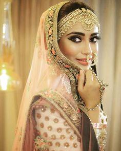 bridal jewelry for the radiant bride Punjabi Bride, Punjabi Wedding, Desi Wedding, Tashan E Ishq, Bride Poses, Indian Bridal Fashion, Bridal Photoshoot, Asian Bridal, Stylish Girl Pic