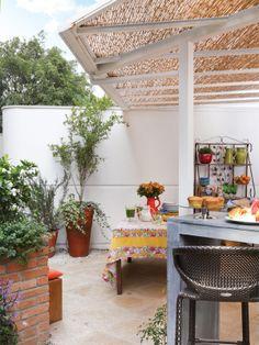 Neste apartamento, a área externa ganhou ofurô e churrasqueira - Casa