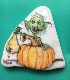 Halloween Rocks, Halloween Ideas, Stone Painting, Rock Painting, Heart Shaped Rocks, Painted Stones, Rock Art, The Rock, Pots