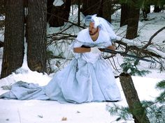 Foi abandonado e agora leva o vestido da noiva para situaçoes inusitadas ;) - Blue Bus