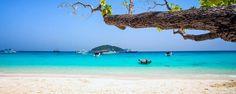 Située à proximité de Khao Lak, dans la région Sud de la Thaïlande, la baie de Phang Nga est un régal pour les yeux. Connu pour ses 300 pitons calcaires, l'endroit se découvre en canoë ou en bateau à longue queue - #easyvoyage #easyvoyageurs #clubeasyvoyage #terresdevoyages #travel #traveler #traveling #travellovers #voyage #voyageur #holiday #tourism #tourisme #evasion #thailande #thailand #asie #asia #khaolak #phangnga #mer #sea #ocean #beach #plage