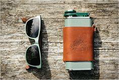 ÓCULOS DE SOL SHWOOD X STANLEY ADVENTURE PACK  Esta marca de óculos com sede em Portland Shwood é famosa por seus verdadeiros quadros de madeira. Desta vez eles se uniram com outra gravadora americana, Stanley (uma marca conhecida por suas garrafas térmicas robustas e confiáveis) fizeram uma nova linha inovadora de óculos de sol para Primavera / Verão 2015.