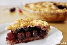Fresh, juicy, sweet cherries baked in a flaky, buttery crust (in Greek) Sweet Cherries, Greek Recipes, Cherry, Food Porn, Pie, Fresh, Baking, Ethnic Recipes, Desserts