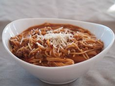 One Pot Spaghetti - CDKitchen.com -  An easy pasta recipe made completely in your pressure cooker. It's made with ground beef, onion, tomato sauce, red wine, chili powder, and spaghetti noodles.
