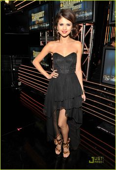 Selena Gomez! dresss