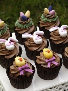 Easter is approaching! Prepare everything and surprise your family with these cute Easter cupcakes! Spring Cupcakes, Easter Cupcakes, Yummy Cupcakes, Easter Cake, Hoppy Easter, Easter Eggs, Easter Bunny, Bolo Cake, Easter Celebration