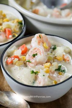 Easy Seafood chowder is a delicious, creamy soup that is table ready in about 30 minutes! A creamy white wine broth filled with corn, veggies, fish, shrimp and scallops. This flavor packed comfort food is easy enough to make any day of the week! Fish Recipes, Seafood Recipes, Cooking Recipes, Seafood Meals, Seafood Stew, Healthy Recipes, Seafood Boil, Top Recipes, Family Recipes