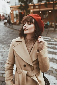 Fashion Tips Ideas Mode Outfits, Winter Outfits, Fashion Outfits, Fashion Tips, Photography Poses Women, Fashion Photography, Beret Outfit, Textiles Y Moda, Vintage Outfits