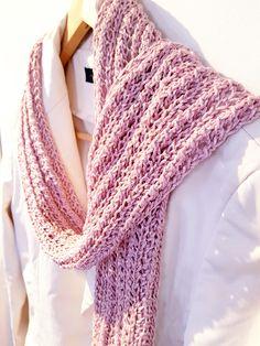 Gratis mönster på en enkel spetssjal eller scarf. Sjalen är stickad i  paljettgarnet Diamante från 9f888e7bc43f4