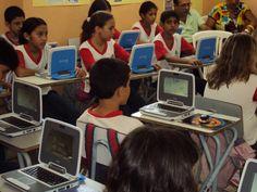 Alunos de uma escola do Piloto UCA Fase II utilizando o laptop educacional ClassMate Intel distribuído pelo Ministério da Educação do Brasil || UCA Piloto Ceará || Imagem 2013 crédito: José Aires