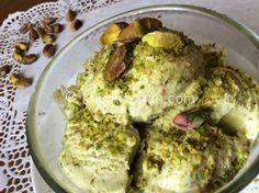 Il gelato al pistacchio di Bronte è semplice da realizzare in casa sia con la gelatiera che senza. Un gelato senza uova e pochi ingredienti.