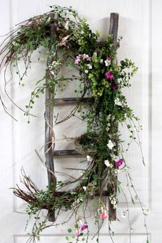 Top 14 Easter Garden Decor Ideas – Easy Backyard Design For Cheap Party Project - Easy Idea Wreath Crafts, Diy Wreath, Door Wreaths, Spring Projects, Spring Crafts, Easter Garden, Deco Floral, Front Door Decor, Summer Wreath