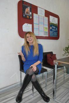 Geçenlerde okula giydiğim kıyafetimi paylaşmak istedim sizlerle. Mavi elbise hem günlük ve rahat hem şık, çizmelerimle de güzel gitti....