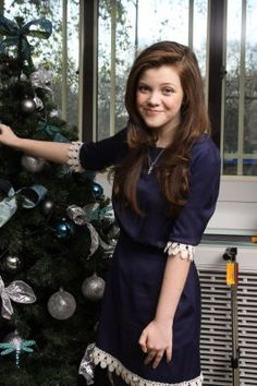 Georgie Henley - VDT London Photocall / December 2010 / Photographers Munawar Hosain and Yoram Kahana Georgie Henley 2016, Female Character Inspiration, Style Inspiration, Awkward Girl, Perfect Sisters, Youtubers, Estilo Lolita, Character Inspired Outfits, Guys And Dolls