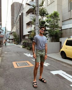 Birkenstock Fashion, Birkenstock Men, Birkenstock Outfit, Mode Masculine, Summer Wear, Summer Sale, Jungs In Shorts, Unisex Fashion, Mens Fashion