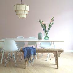 Pink wall, Hay loop stand table and wooden lighting. Designed by STUDIOSTIJL! #pinkwall #arpdesign #studiostijl #hay #haydesign