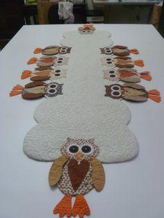 Trilho de mesa de coruja-Joana D'Arck                                                                                                                                                     Más