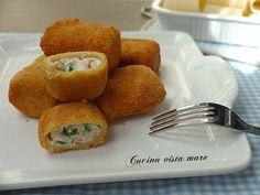 I paccheri ripieni fritti sono un primo piatto appetitoso da presentare a pranzo,da servire per l'aperitivo, come antipasto o come finger food al buffet.