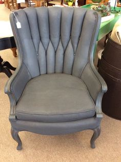 Chalk Paint vs Fusion Mineral Paint the Difference . Diy Painting, Painted Chair, Upcycle Salvage, Repurposed Furniture, Chair Fabric, Fusion Paint, Dyi Furniture, Chalk Paint Vs, Farmhouse Furniture