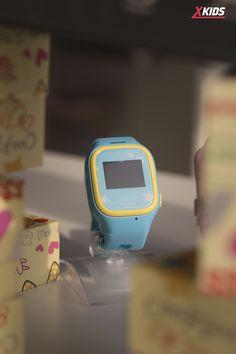 Cel mai fain #smarțișor pentru copilul tău! 🌸 😍Ceasul smart pentru copii Motto TD01 dispune de funcții utile pentru părinți și îndrăgite de către copii. Veți putea monitoriza numărul de pași făcut de micuțul dumneavoastră zilnic, veți ști astfel dacă face suficientă mișcare sau nu.😄 ❗️😉Primești #GRATUIT o cartelă SIM Vodafone 100 min/sms + 10 GB beneficiile incluse în ofertă sunt valabile 28 de zile de la activare. Sharing is caring! 🌿 Smartwatch, Fitbit, Zip, Fashion, Smart Watch, Moda, Fashion Styles, Fashion Illustrations