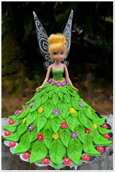 how to make a tinkerbell cake, 5 year old Birthday party, Step by step tinkerbell cake, tinkerbell doll cake Fairy Birthday Cake, Barbie Birthday Cake, Barbie Cake, Birthday Cake Girls, Birthday Cakes, Fourth Birthday, Tinkerbell Doll, Tinkerbell Party, Fairy Cakes