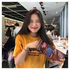 ulzzang girl uploaded by âñďřéâäåá on We Heart It Pretty Korean Girls, Cute Korean Girl, Asian Girl, Korean Aesthetic, Aesthetic Girl, Ulzzang Fashion, Korean Fashion, Girl Korea, Vetement Fashion