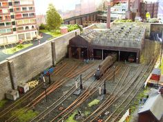 Gritty looking engine shed. Well weathered. Nice.