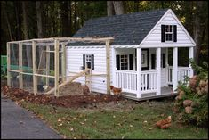 building a chicken coop. coming off a building just like this one. Fancy Chicken Coop, Building A Chicken Coop, Chicken Coops, Chicken Houses, Backyard Poultry, Chickens Backyard, Amish Chicken, Fancy Chickens, Chicken Tractors