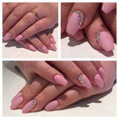 #gelnails #nails #coffinnails #ballerina #shape #lightrose #rainbowstones #stones #matt #gelnägel #nägel #ballerina #form #hellrosa #regenbogensteinchen #steinchen #matt #nailqueen_janine #nagelstudio #möhlin