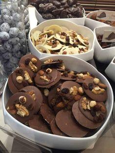Homemade Chocolate Bars, Chocolate Topping, Chocolate Treats, Mini Chocolate Chips, Melting Chocolate, French Chocolate, Chocolate Delight, Dessert Blog, Dessert For Dinner