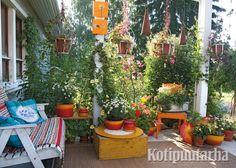 Tämä suloinen oleskelupaikka on syntynyt hyvällä maulla ja kierrätysmateriaalien taitavalla hyödyntämisellä.