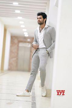 Ultra Stylish Debonair Stills Of Vijay Devarakonda - Social News XYZ Indian Men Fashion, Mens Fashion Suits, Mens Suits, Blazer For Men Fashion, Blazer For Men Wedding, Blazer Outfits Men, Formal Dresses For Men, Vijay Devarakonda, Designer Suits For Men