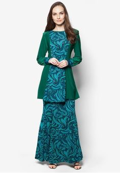 Arissa Baju Kurung from Aqeela Muslimah Wear in Green and Blue Imbued with femininity, Aqeela Muslimah Wear reinvents the classic baju kurung with a wisp of contemporary touches. The solid-coloured appearance is enliven by multi-coloured wavy panel and we're loving the way this Muslimah wear can freshen up y... #bajukurung #bajukurungmoden