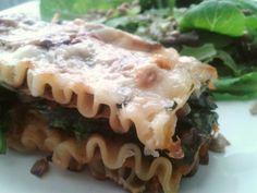 #veggie #lasagna de #calabaza #espinaca #pestoRojo #cebolla #ricotta #calabazin #parmesano y #ensaladaVerde #balsamico #mielDeMaple #SemillasDeGirasol #aceiteDeOlivas