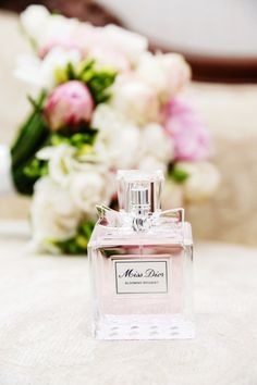 Wedding day perfume picture. Daisy by Marc Jacobs