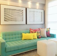 Linda cor do sofá.