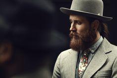 Wear it proud! Beard and hat Beard Styles For Men, Hair And Beard Styles, Sharp Dressed Man, Well Dressed Men, Beard Model, Slim Fit Suits, Wide Brimmed Hats, Vogue, Bearded Men