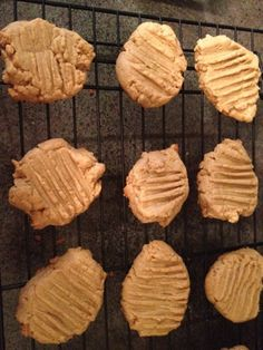 Just A Little Bit : Low Carb Peanut Butter Cookies - substitute Low Carb Sweets, Low Carb Desserts, Healthy Sweets, Low Carb Recipes, Cooking Recipes, Yummy Recipes, Healthy Snacks, Healthy Eating, Low Carb Peanut Butter