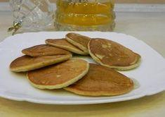 """""""Pancakes-urile din banane"""" este colacul de salvare pentru gurmanzii de dulciuri, care nu vor să adauge kilograme în plus. Orice dietă pentru slăbit exclude din meniu produsele de patiserie și dulciurile, însă uneori avem poftă de câteva clătite. Vă propunem să încercați o rețetă sănătoasă de clătite cu banane și fulgi de ovăz, ideale pentru micul dejun. Aceste clătite americane sunt foarte fine, dulci și aromate! Pancakes de banane INGREDIENTE -2 banane -1 ou -100 g de fulgi de ovăz -1…"""