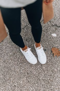 The White Sneaker That Everyone Can (and Should) Wear This Fall White Tennis Shoes, White Nike Shoes, Tennis Shoes Outfit, Keds White Sneakers, White Keds, Sneakers Women, Shoes Women, Sneakers Fashion, White Sneakers Outfit