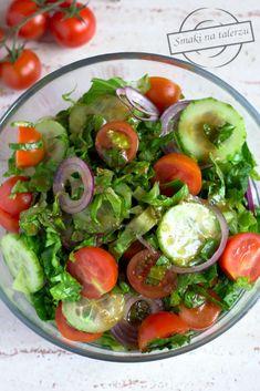 Prosta surówka obiadowa. Zdrowa i kolorowa ;) 1 duża sałata rzymska250 g pomidorków koktajlowych1/2 zielonego Caprese Salad, Cobb Salad, Side Dish Recipes, Side Dishes, South Beach Diet, Grilling, Menu, Vegetables, Cooking