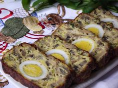 Un drob bun fara carne Finger Food Appetizers, Finger Foods, Appetizer Recipes, Vegetarian Recipes, Cooking Recipes, Good Food, Yummy Food, Romanian Food, Homemade Cakes