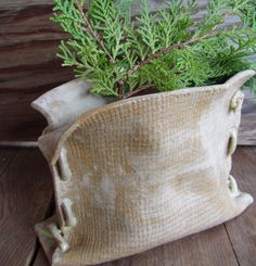 Pottery Burlap Sack Planter - I had this on my radar back in the beginning of my pottery pursuit and have to make it Mustdoit! click now for more info. Hand Built Pottery, Slab Pottery, Pottery Vase, Ceramic Pottery, Ceramic Planters, Ceramic Clay, Beginner Pottery, Pottery Ideas For Beginners, Pottery Handbuilding