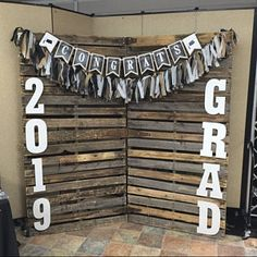 55 Creative Graduation Party Decoration Ideas You Will Like - Page 55 of 55 - Chic Hostess Outdoor Graduation Parties, Graduation Food, Graduation Party Planning, College Graduation Parties, Graduation Celebration, Graduation Party Decor, Grad Parties, Graduation Table Ideas, Graduation Party Centerpieces