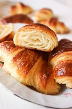 Discover recipes, home ideas, style inspiration and other ideas to try. Russian Desserts, Russian Recipes, Bread And Pastries, Croissants, A Food, Food And Drink, Bread Shaping, Homemade Dinner Rolls, Savory Pastry