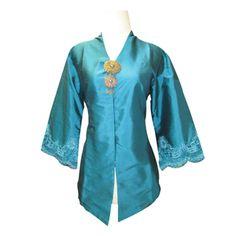 Kebaya Encim Modern Polos by Tiamo Kebaya Hijab, Kebaya Brokat, Kebaya Encim Modern, Model Kebaya, Asian Fashion, Kimono, Dress Up, Woman Outfits, Sewing Diy